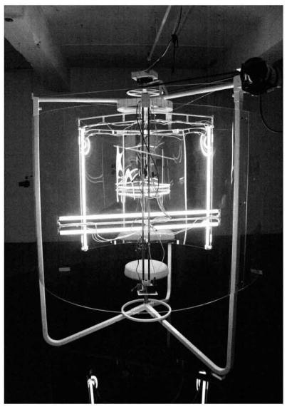 Pascal Dufaux, Sculpture vidéo-cinétique 1, (Autour de vous), 2005